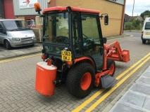 Kubota B2530 compact trctor with loading shovel and mower deck