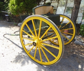Lot 15 (1) - ROUND BACK GIG to suit 14.2 to 15.2 hh; the body is painted green with matching shafts lined in yellow. On 14-spoke bright yellow English pattern wheels with fine lines, brass hub caps and Dennett springs. There is no driver's cushion but it would have matched the beige corded back rest, and the outside of the round back is in a wicker-effect covering. A large boot can be found beneath the driver's seat. Fitted with a rein rail, metal steps and fixed shafts. A nice vehicle in fair condition requiring some cosmetic work