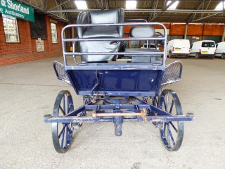 Lot 16 (1) - MARATHON VEHICLE to suit 13 to 15 hh single or pair; painted blue with cream lining, on all round disc brakes, semi and full elliptic springs, driver's wedge seat and back step all covered in blue synthetic