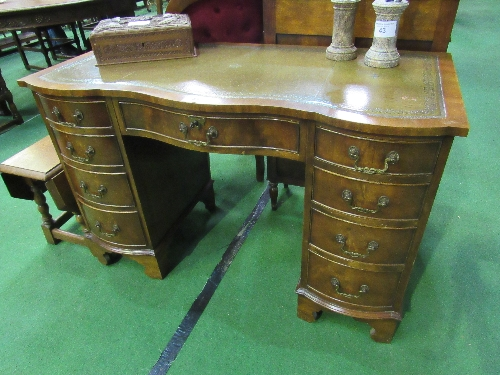 Lot 45 - Mahogany serpentine fronted knee-hole desk with leather inset