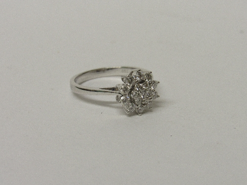 Lot 516 - 18ct diamond cluster ring approx 0.75ct of diamonds size L