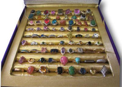 527 - Box of rings