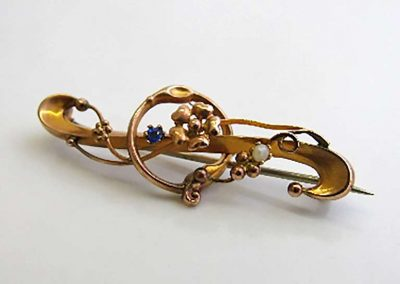 Lot 330 - Victorian 9ct gold Art Nouveau brooch set with seed pearl and sapphire