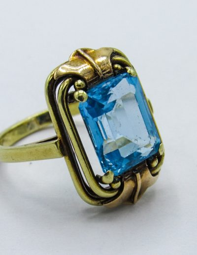 Lot 368 - 14ct gold Art Deco topaz ring