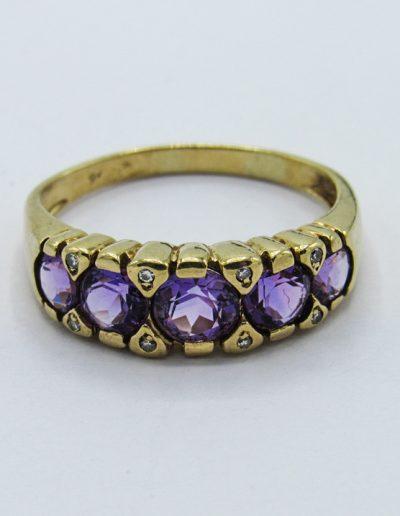 Lot 369 - 9ct gold amethyst & diamond ring